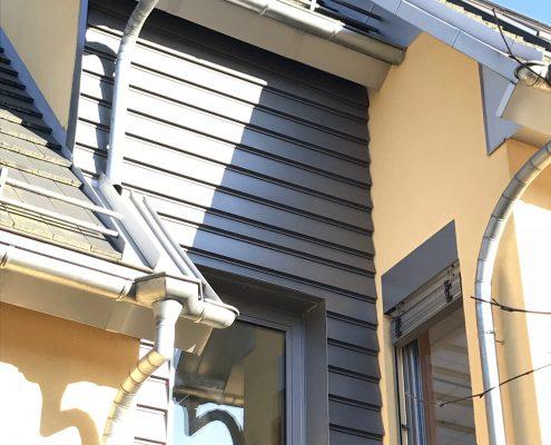 Fassade und Regenablaufrinne